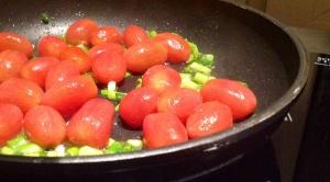 Anstelle von Cherrytomaten eignet sich auch jede andere Tomatensorten. Diese sollte man jedoch klein schneiden ;)